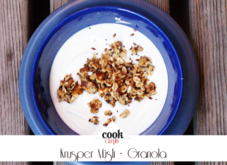 Granola ein selbtsgemachtes Knuspermüsli