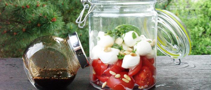 Caprese Tomaten Mozarella Salat mit Dressing