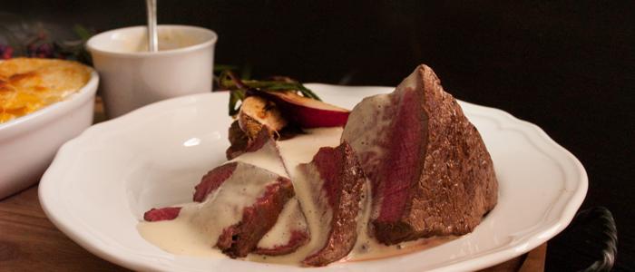 Steak mit Sauce Art Bearnaise und Eachtling Kürbis Gratin
