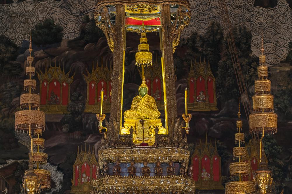 Emerald Buddha Smaragd buddha Bangkok (c)shutterstock_581875534
