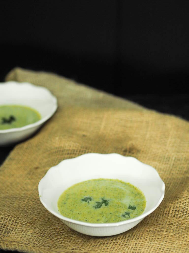 Gesunde und leichte Brokkoli Suppe