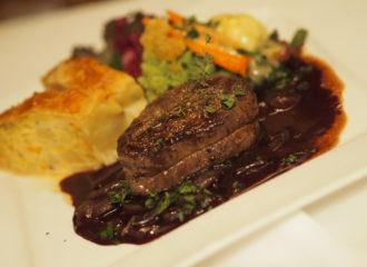 Filetsteak mit Chili-Schoko Sauce und Kürbis-Kartoffel-Strudel