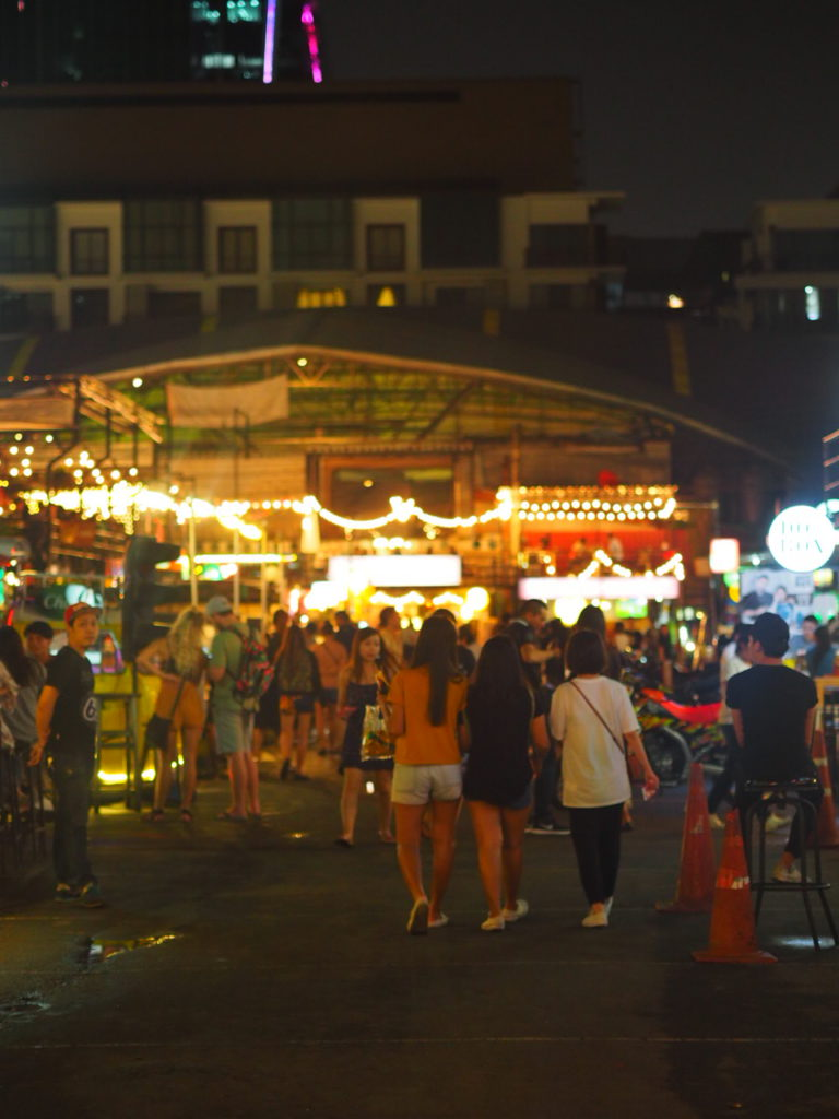 Shopping in Bangkok am Rot Fai Nightmarket