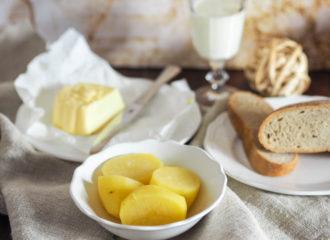 Eachtling mit Butter Brot und Reine Lungau Milch