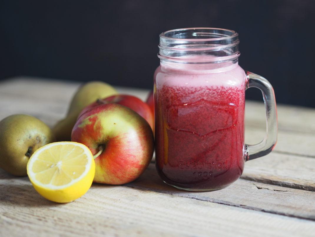 Vitamin-Boost-Drink-Karotte-Apfel-Birne-Zitrone-und-Rona