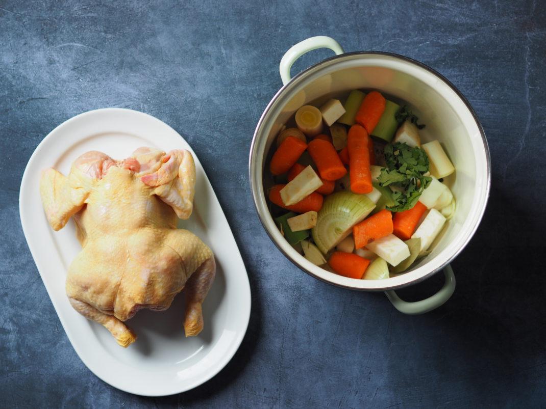 Hendlsuppe-aus-Hendl-mit-Gemüse