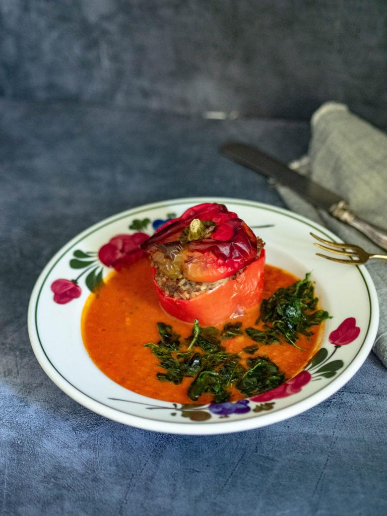 gefüllte-paprika-mit-paradeiser-sauce