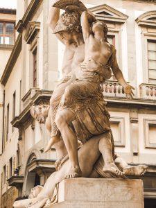 Rund um den David Statue am Palazzo Vecchio in Florenz